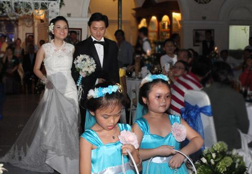 Thu Ngọc (Mây Trắng) rạng rỡ ngày cưới - 2