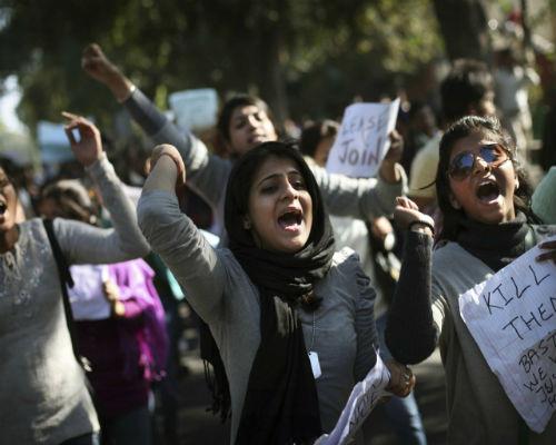 Hãm hiếp trên xe bus ở Ấn Độ: Lũ người quỷ ám - 2