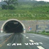 """""""Bí mật"""" trong hầm đường bộ Hải Vân"""