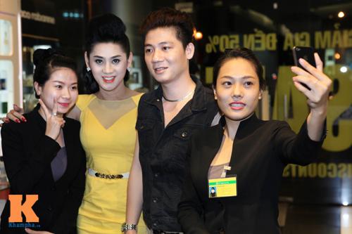 Lâm Chi Khanh và người yêu gây chú ý ở Hà Nội - 5
