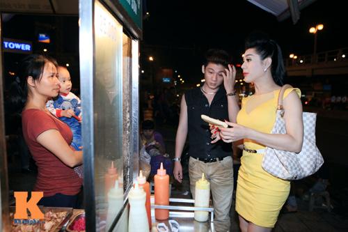 Lâm Chi Khanh và người yêu gây chú ý ở Hà Nội - 2