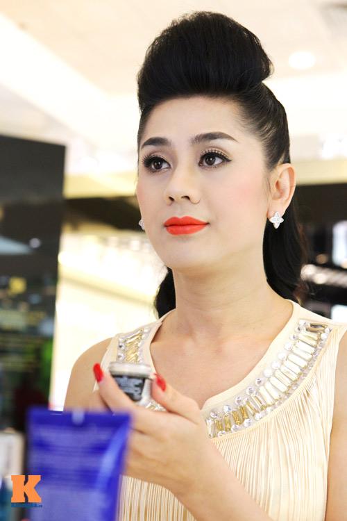 Lâm Chi Khanh và người yêu gây chú ý ở Hà Nội - 13