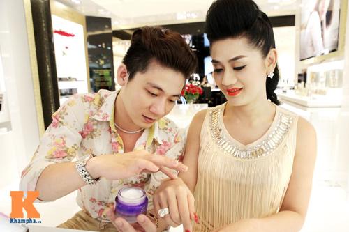 Lâm Chi Khanh và người yêu gây chú ý ở Hà Nội - 12