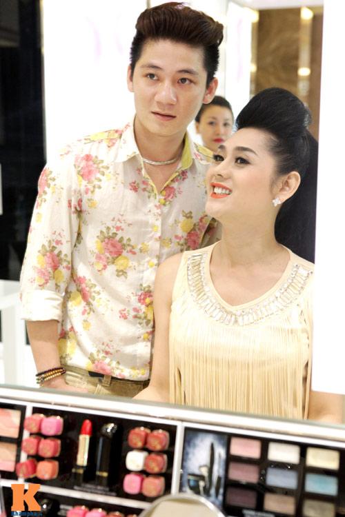 Lâm Chi Khanh và người yêu gây chú ý ở Hà Nội - 14