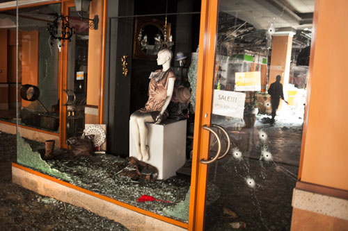 Cảnh tượng kinh hoàng sau vụ khủng bố ở Kenya - 4