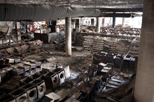 Cảnh tượng kinh hoàng sau vụ khủng bố ở Kenya - 9