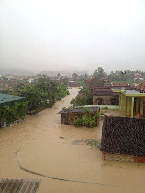 Nghệ An: Xả lũ khẩn cấp, nước ngập nuốt mái nhà - 10