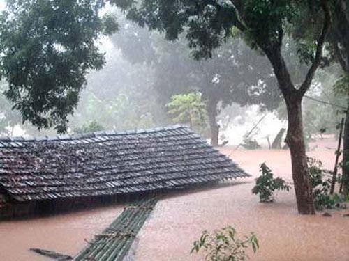 Nghệ An: Xả lũ khẩn cấp, nước ngập nuốt mái nhà - 11