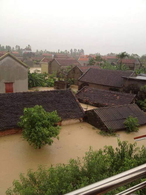 Nghệ An: Xả lũ khẩn cấp, nước ngập nuốt mái nhà - 6