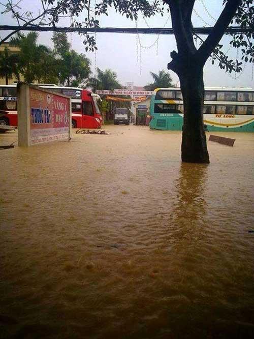 Nghệ An: Xả lũ khẩn cấp, nước ngập nuốt mái nhà - 8