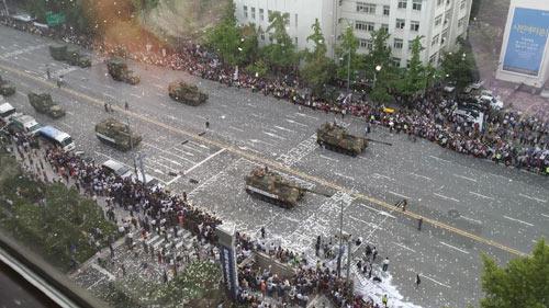 Hàn Quốc rầm rộ duyệt binh răn đe Triều Tiên - 4
