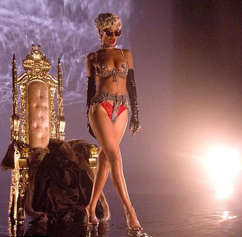 Rihanna uốn éo trên ngai vàng - 1