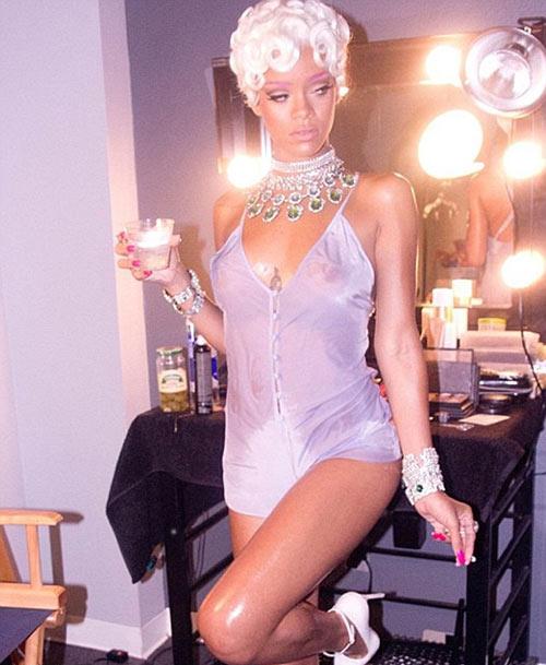 Rihanna uốn éo trên ngai vàng - 7