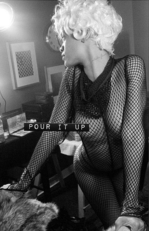 Rihanna uốn éo trên ngai vàng - 3
