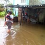 Tin tức trong ngày - Cứu trợ khẩn cấp cho dân vùng bão miền Trung