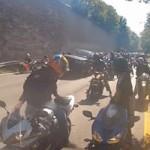 Ô tô - Xe máy - Hàng trăm mô tô rượt đuổi xe Ranger Rover