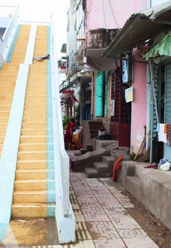Bắc thang leo lên nhà ở con đường đẹp nhất TPHCM - 9