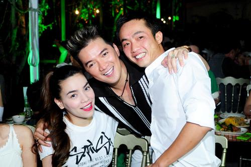 Vợ chồng Hà Hồ mừng sinh nhật Mr. Đàm - 2