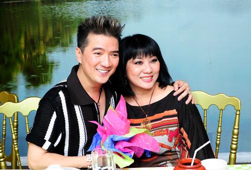 Vợ chồng Hà Hồ mừng sinh nhật Mr. Đàm - 16