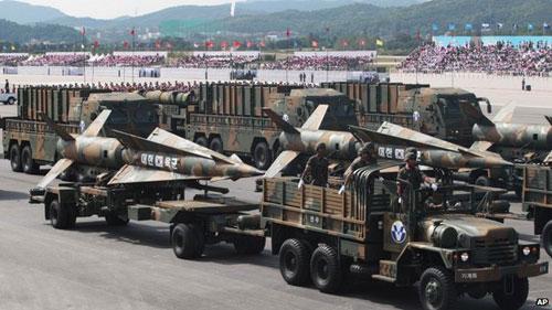 """Hàn Quốc duyệt binh, Triều Tiên """"sôi máu"""" - 2"""