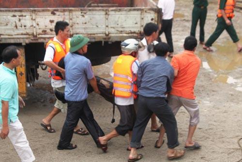 Toàn cảnh trục vớt xe chở Phó GĐ sở bị lũ cuốn - 7