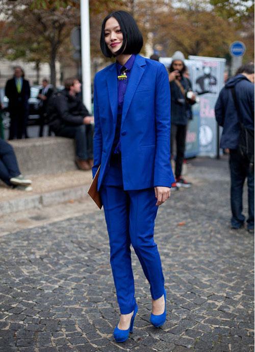 Mặc xanh cobalt thời thượng như các tín đồ - 17