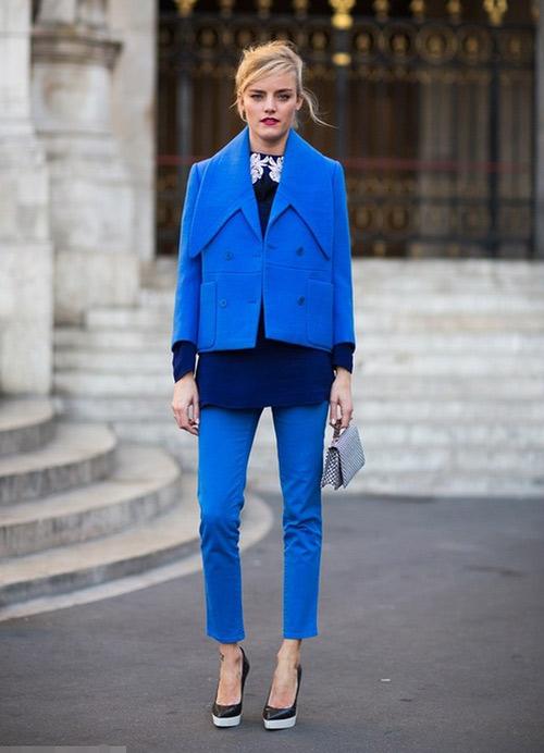 Mặc xanh cobalt thời thượng như các tín đồ - 4