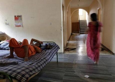 Bên trong trung tâm 'đẻ thuê' ở Ấn Độ - 2