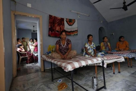 Bên trong trung tâm 'đẻ thuê' ở Ấn Độ - 4