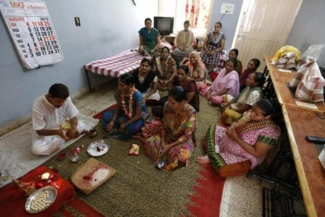 Bên trong trung tâm 'đẻ thuê' ở Ấn Độ - 8