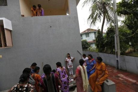 Bên trong trung tâm 'đẻ thuê' ở Ấn Độ - 10