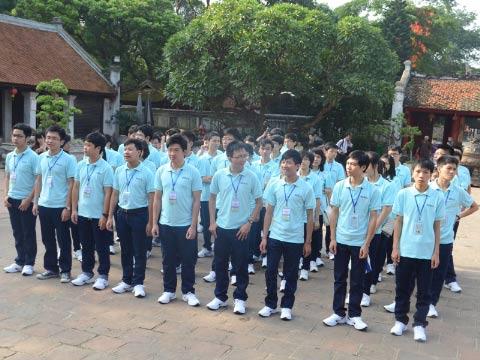 Tuyên dương 57 thủ khoa và HS đoạt giải Olympic - 1