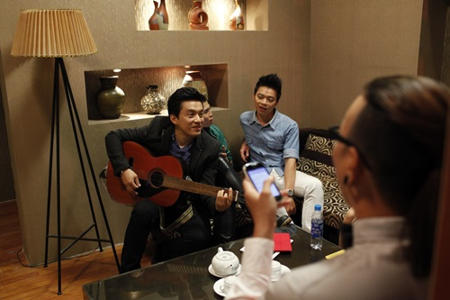 Lam Trường đệm guitar hát lại hit cũ - 1