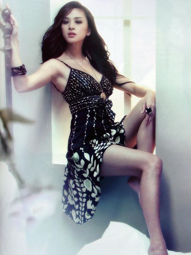 Cô được đánh giá là một trong những mỹ nhân tài sắc vẹn toàn trong showbiz Việt