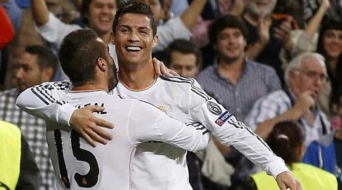 """Ronaldo chào """"CLB 100"""" bằng cú đúp - 1"""