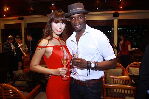 """Hà Anh """"lấn át"""" hoa hậu Miss Global - 11"""