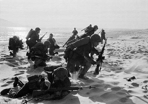 Công bố 300 bức ảnh thật nhất về chiến tranh VN - 9