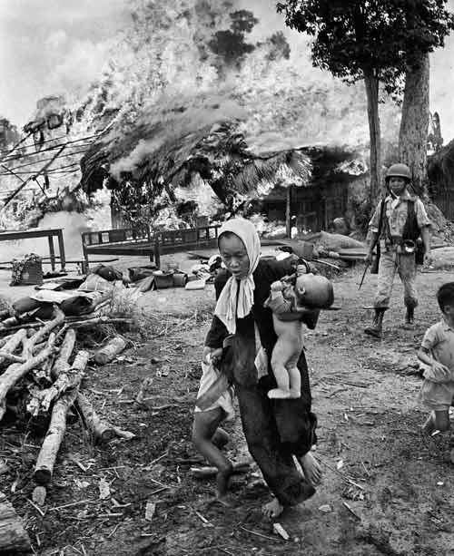Công bố 300 bức ảnh thật nhất về chiến tranh VN - 11