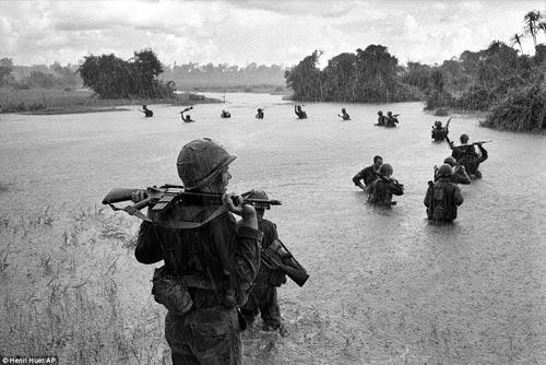 Công bố 300 bức ảnh thật nhất về chiến tranh VN - 3