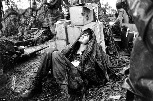 Công bố 300 bức ảnh thật nhất về chiến tranh VN - 5