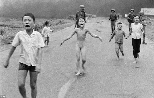Công bố 300 bức ảnh thật nhất về chiến tranh VN - 6