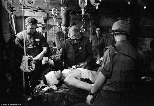 Công bố 300 bức ảnh thật nhất về chiến tranh VN - 8