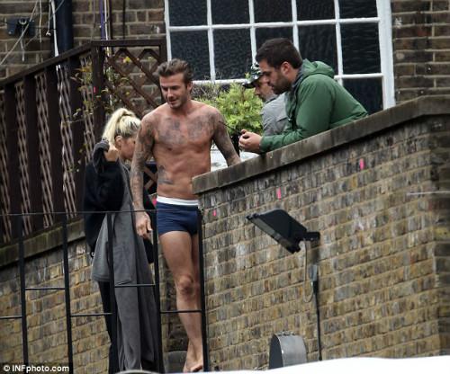 """David Beckham """"bay lượn"""" trên không - 2"""