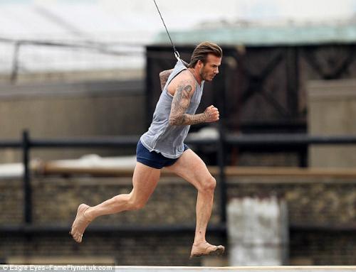 """David Beckham """"bay lượn"""" trên không - 9"""