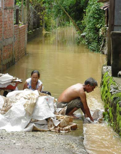 Quảng Nam: Lũ thủy điện bủa vây người dân - 7
