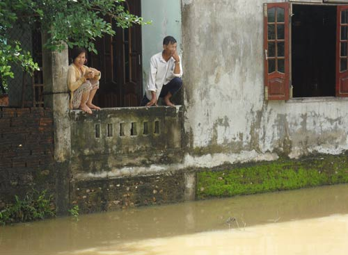 Quảng Nam: Lũ thủy điện bủa vây người dân - 3