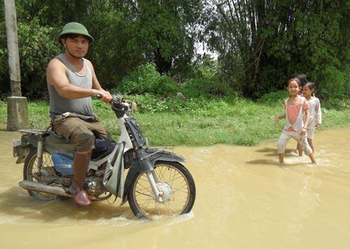 Quảng Nam: Lũ thủy điện bủa vây người dân - 6