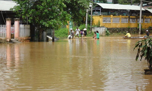 Quảng Nam: Lũ thủy điện bủa vây người dân - 8