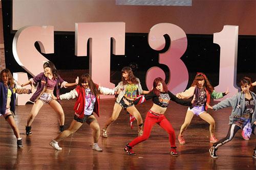 Vũ điệu flashmob gợi cảm của nhóm St.319 - 1