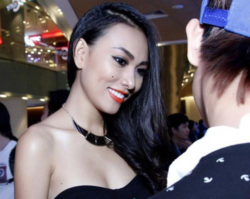 """Nốt ruồi """"phú quý"""" trên ngực mỹ nữ Việt - 15"""
